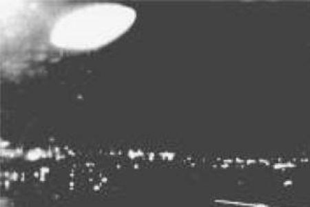 """Το παράξενο αντικείμενο με σχήμα """"πανσελήνου"""", όπως καταγράφηκε τη νύχτα της 21ης Ιανουαρίου του 1959"""