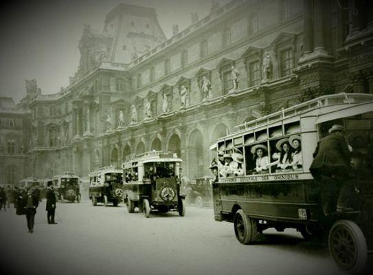 Το Μουσείο του Λούβρου, το 1912 και ενω οι έρευνες για την ανεύρεση του κλεμμένου πίνακα συνεχίζονταν