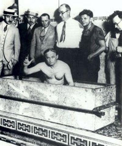 Ο Houdini, λίγο πριν την εκτέλεση του παράτολμου εγχειρήματός του