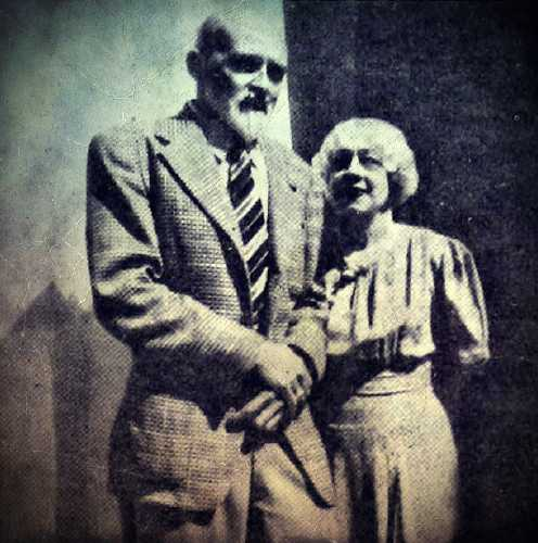 O Edward Saint μαζί με την Bess Houdini