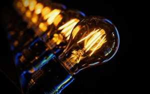Thomas Edison - Κάτω από ποιες συνθήκες ανακαλύφθηκε η ηλεκτρική λυχνία...