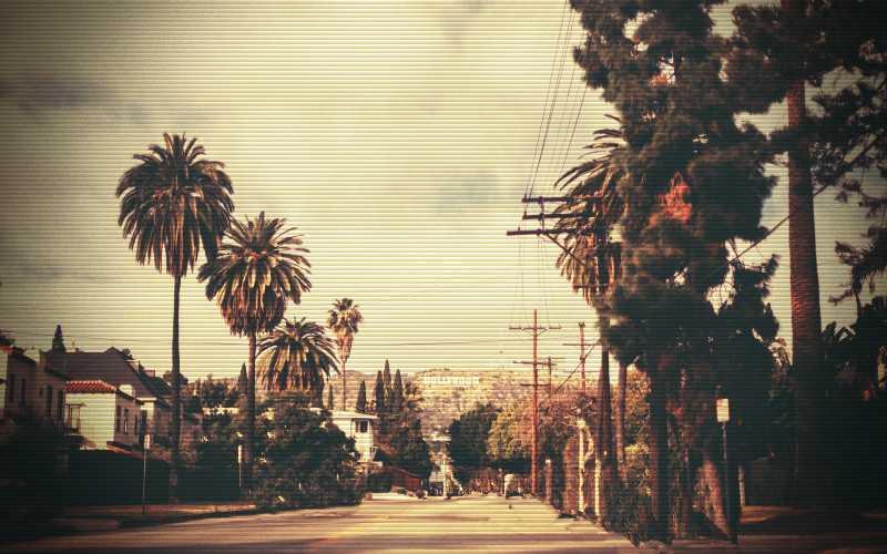 Σμήνος ιπτάμενων δίσκων πάνω από το Λος Άντζελες, το 1957...
