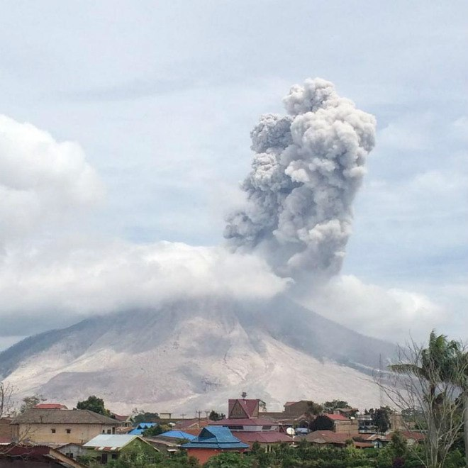 Sinabung volcano eruption august 2016, Sinabung volcano eruption august 2016pictures, Sinabung volcano eruption august 2016 video