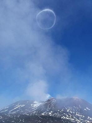 etna smoke ring, etna smoke ring nov 2016, etna smoke ring november 2016, etna smoke ring november 1 2016, Meanwhile a smoke ring was photographed over the Etna, volcano in Italy on November 1, 2016