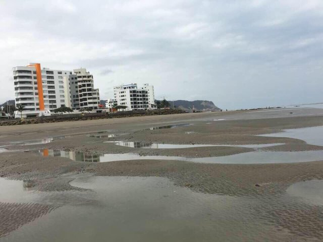 water receding ecuador jan 2018, water diasppears ecuador january 2018, ocean receding ecuador january 2018, ocean recedes ecuador jan 2018