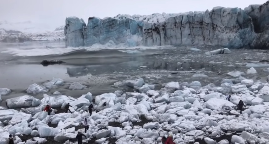 Tourists flee large wave after Icelandic glacier collapse video, Tourists flee large wave after Icelandic glacier collapse april 2019, Tourists flee large wave after Icelandic glacier collapse april 2019 video