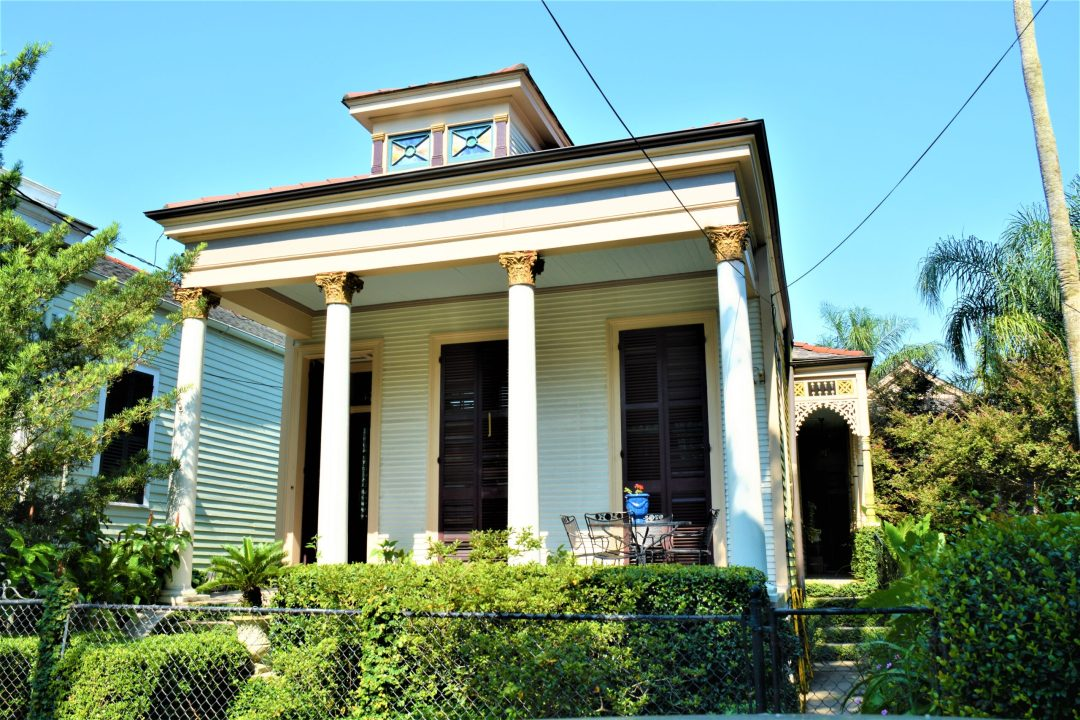 Greek Revival shotgun house in New Orleans