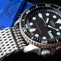 Five 316L Stainless Steel watch band are demo on Seiko SKX007 Diver's watch