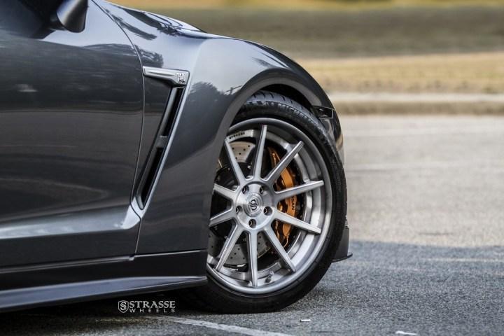 Strasse Wheels Gunmetalic GTR R10 2-1