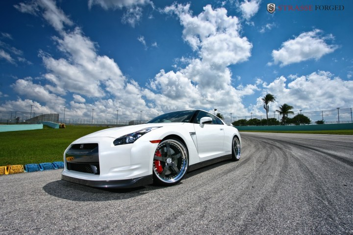STRASSE FORGED WHITE GTR 9