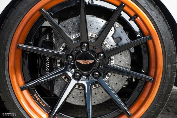 Aston Martn V 12