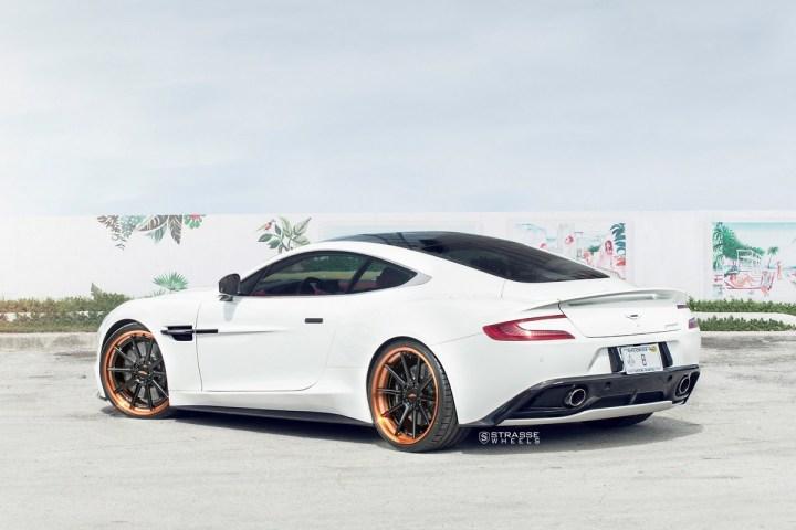 Aston Martn V 3 2