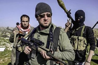 Des armes parviennent depuis longtemps mais pas à toutes les composantes de la rébellion syrienne. Seuls les islamistes sont bien approvisionnés. Des AUG Steyr, des FN FAL, des G3 et des variantes de fusils d'assaut M4 sont de plus en plus visibles aux mains des combattants...
