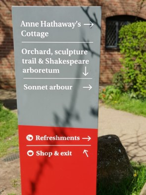 Anne Hathaway's Cottage signage ©Stratfordblog.com