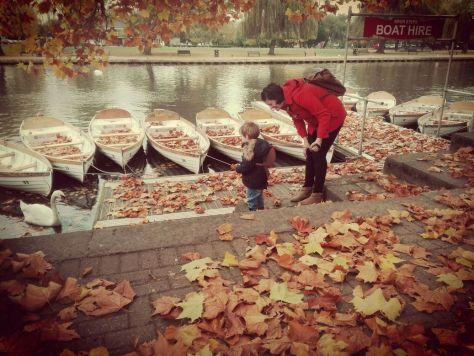 An autumn scene by the River Avon, Stratford-upon-Avon ©Stratfordblog.com