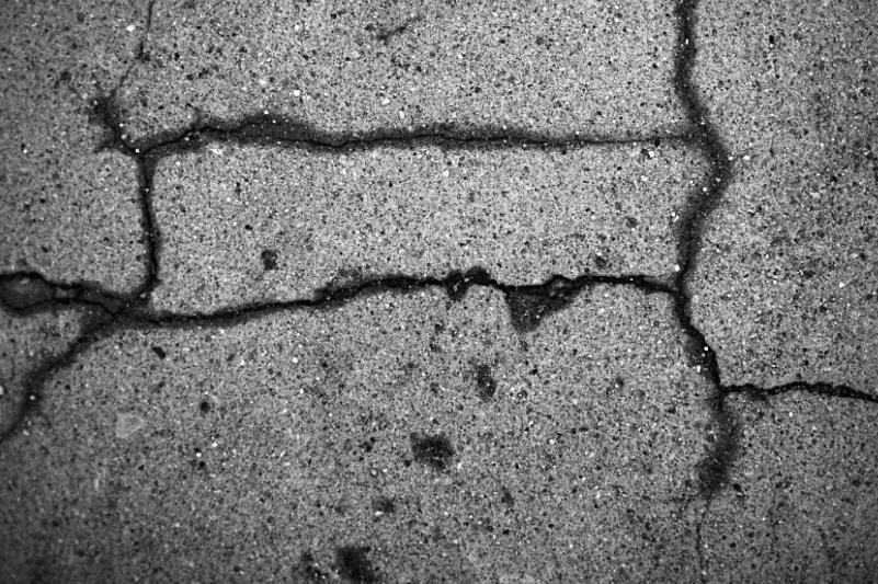 cracked 009