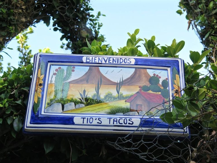 So if you're ever in the Riverside area and are craving some average SoCal fast casual Mexican food with a side of Folk Art, you know where to go: Tio's Tacos and Centro de Frutas Naturales 3948 Mission Inn Ave., Riverside, CA