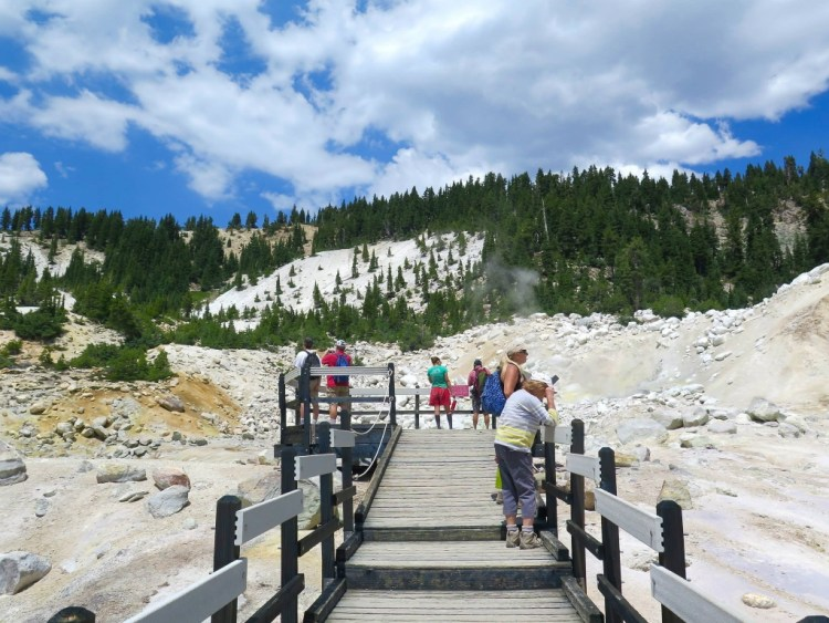 Bumpass Hell contains around 75 active features but many are either small or not properly visible from the path.