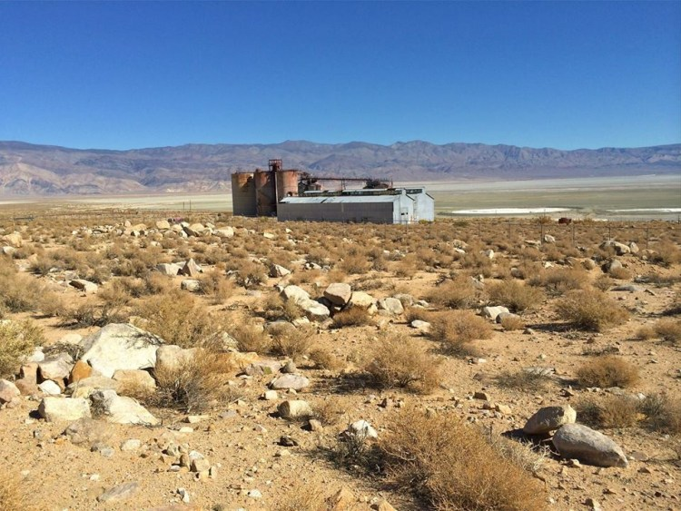 The old Pittsburgh Plate Glass facility, which mined minerals from Owens Lake, has been abandoned for decades, slowly decaying on the lake's western shore. Although the factory may be abandoned it appears someone lives onsite in the old administrative building. No exploring for me:(
