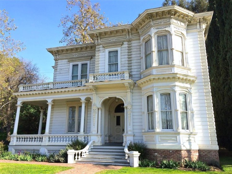 "The William Hayes Perry residence (also known as Mount Pleasant House) was built in 1876 and is considered by many to be the first proper ""mansion"" built in Los Angeles."