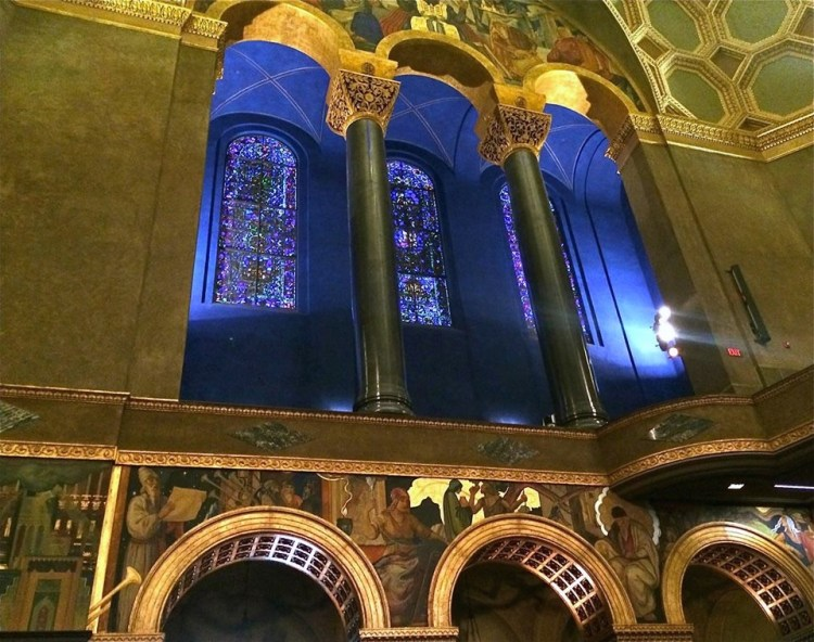 The triple lancet windows on the east and west walls are each made up of some 5,000-6,000 pieces of glass and are the symbolic representation of the 12 tribes of Israel. Funding for the east and west lancet windows was donated by film producer and studio head Louis B. Mayer.