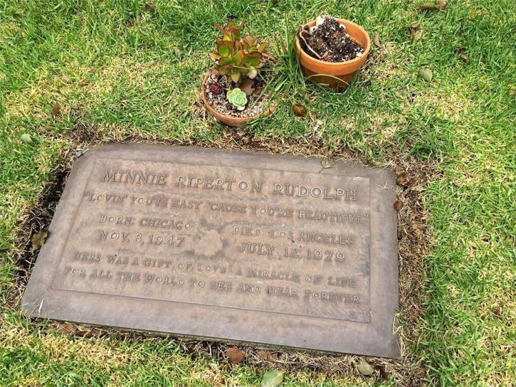 "Minnie Riperton (1947-1979), who died tragically in 1979 of cancer (at age 31). The lyrics to her hit song, ""Lovin' You"" (1975), are inscribed on her headstone. She's also the mother of Maya Rudolph of SNL fame."