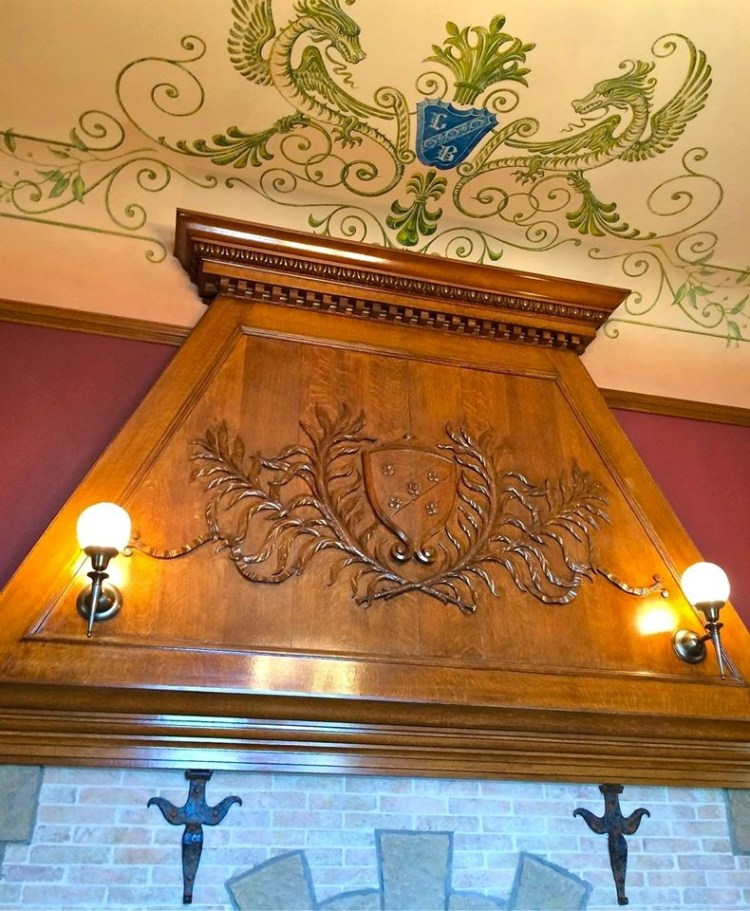 The reception hall once contained an elaborate wood fireplace displaying the Brands' coat of arms. The hall has been converted into the library's circulation area, and its fireplace's wooden molding now overlooks a collection of books in the checkout area.