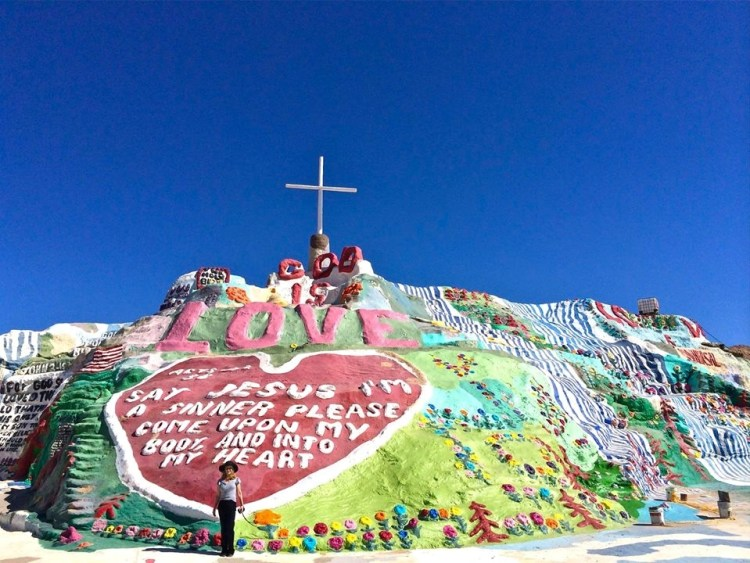 began the first Salvation Mountain in 1980, though it was incredibly unstable.