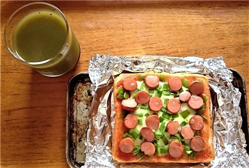 グリーンスムージーとピザトースト