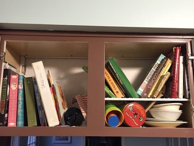 messy-kitchen-cabinet