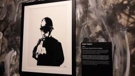 One Colour Screen Print on Paper, Banksy (2002) La première impression commerciale de Banksy.