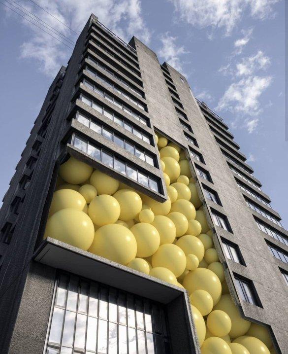 840 ballons biodégradables, gonflés avec le pot d'échappement d'un bus 2018 ©Rek0ne