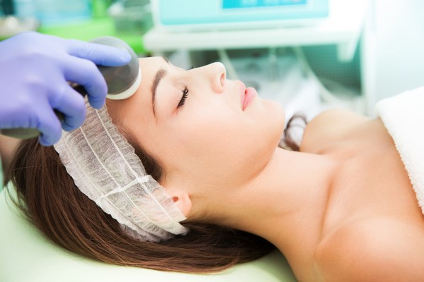 woman at Cosmetic radio-surgery treatment