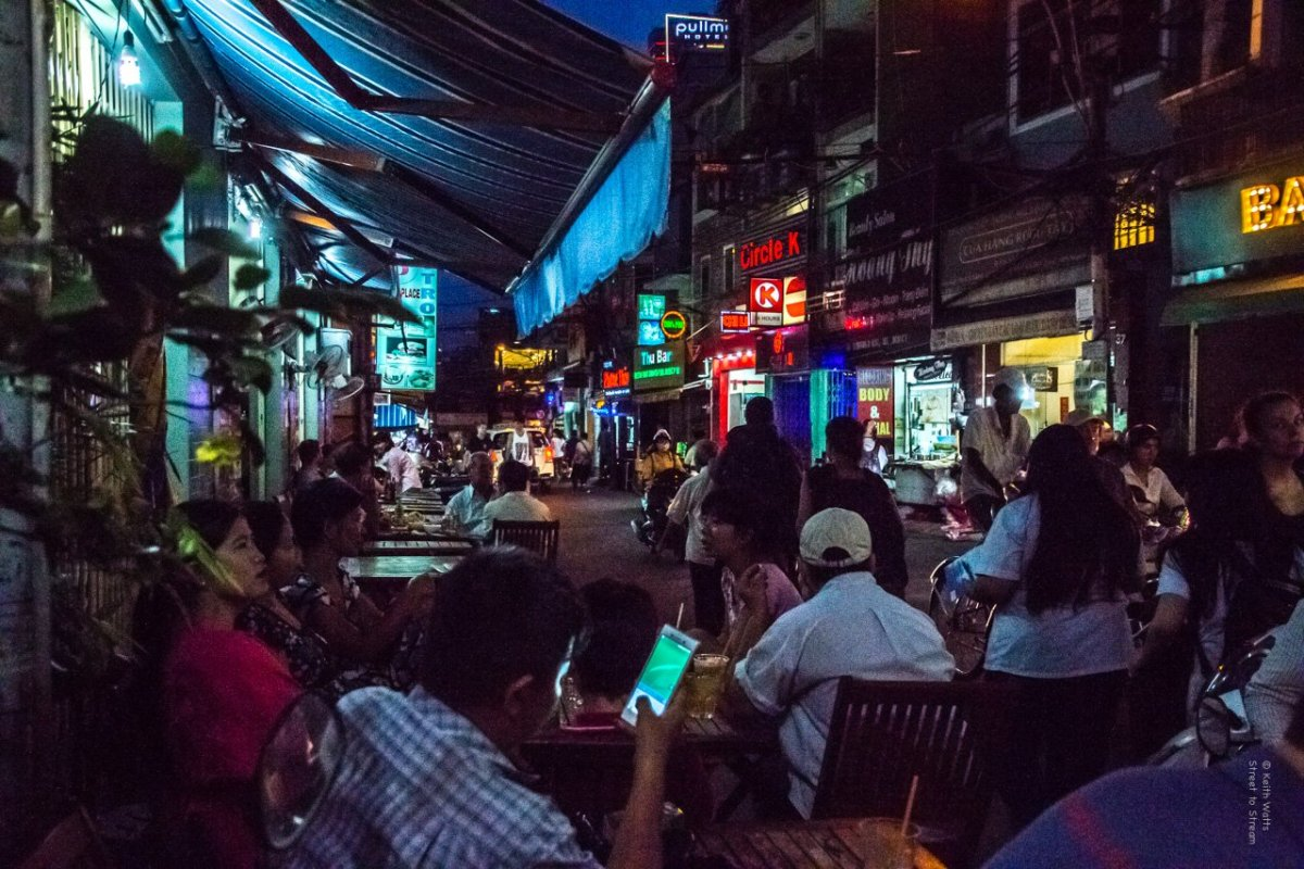 A Week In Vietnam Night 2