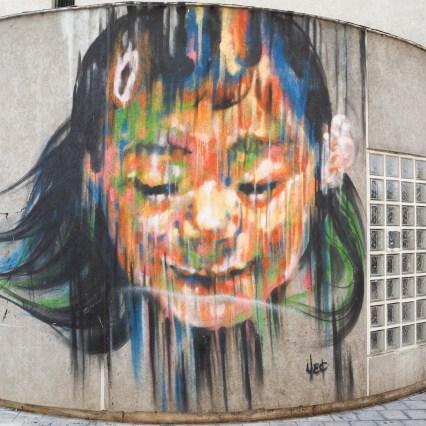 Portrait überlebensgroß von Sêma Lao das ein Mädchen zeigt