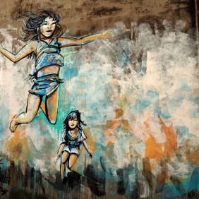 zwei springende Mädchen von Alice im Detail