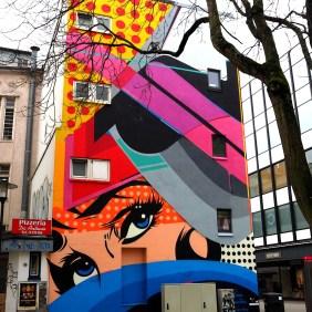 Ein Mural von Sen2 Wall2 mit einem Gesicht im Pop-Art Stil