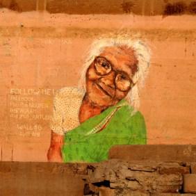 ältere Dame am Ganges