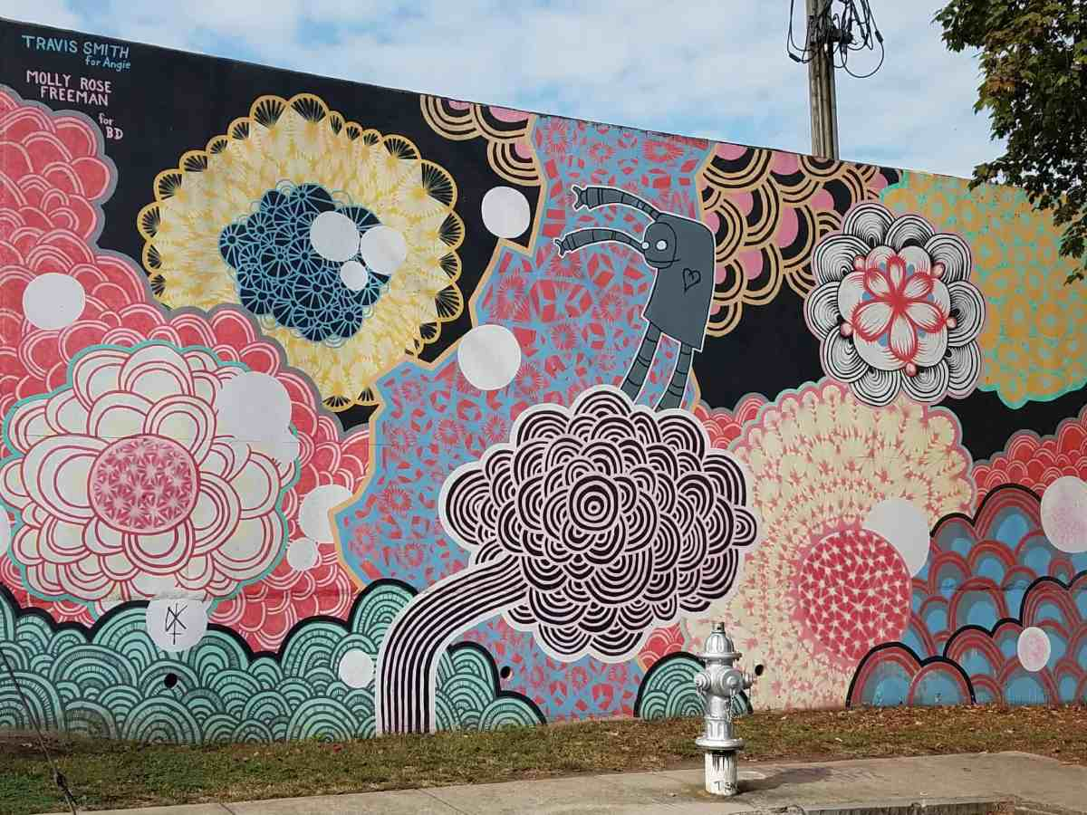 Mural of an abstract pattern by artist Molly Rose Freeman