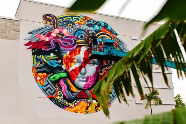 Tristan Eaton Mural Versace & Pow Wow - Honolulu