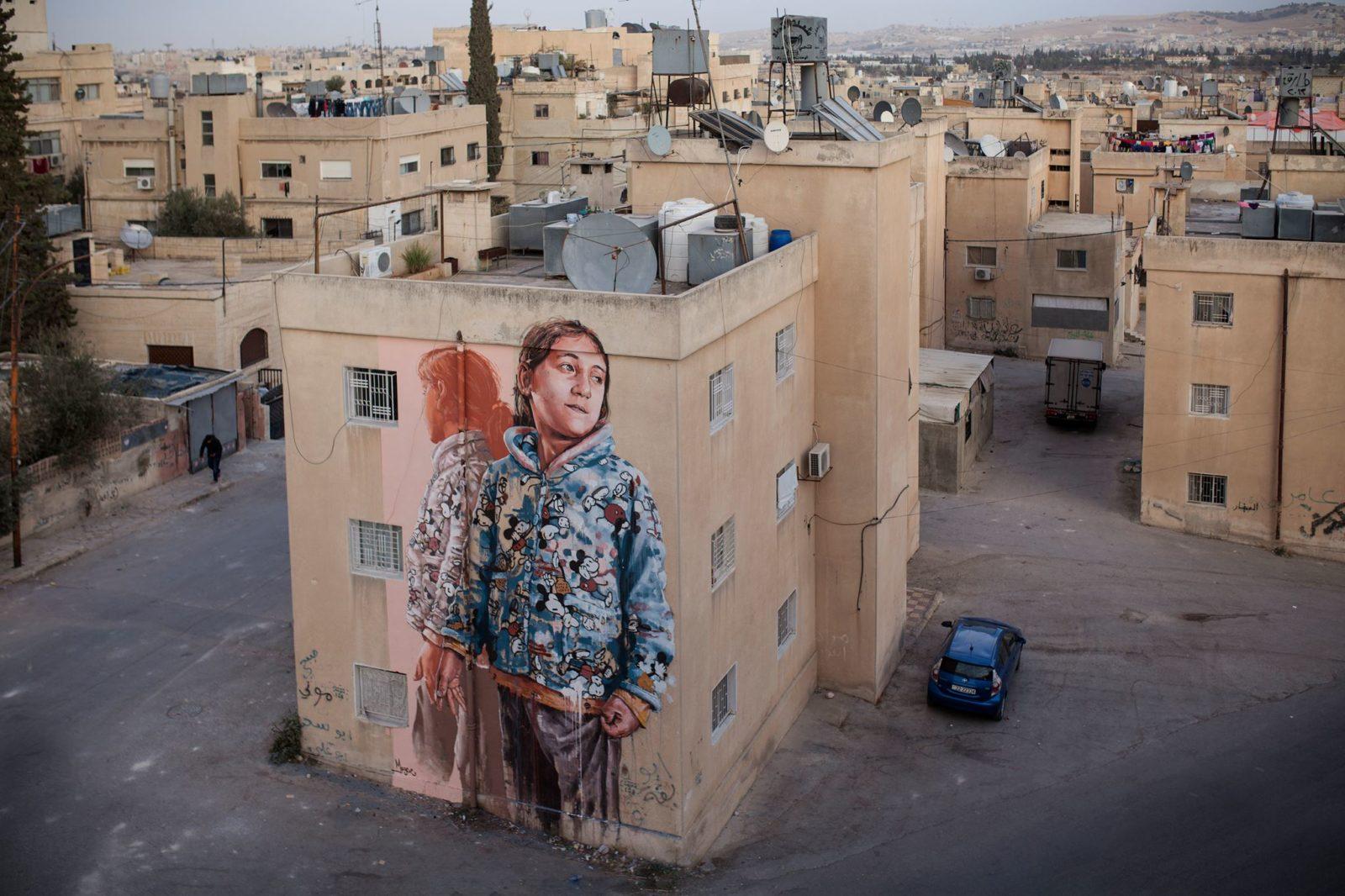 Fintan Magee paints a mural in Amman Jordan