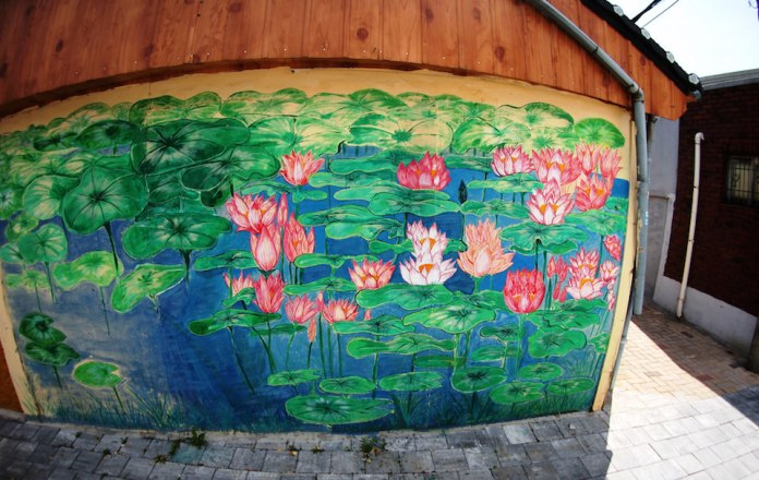 Street Art fromSeoul Area, South Korea. Photo byMark Johnson24