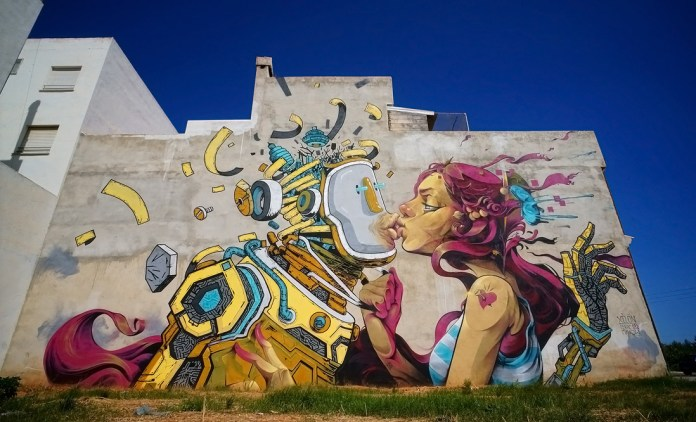 The First Kiss - Street Art by Isaac Mahow in Torreblanca, Spain