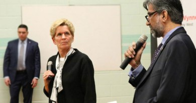 Kathleen Wynne at Thorncliffe Park