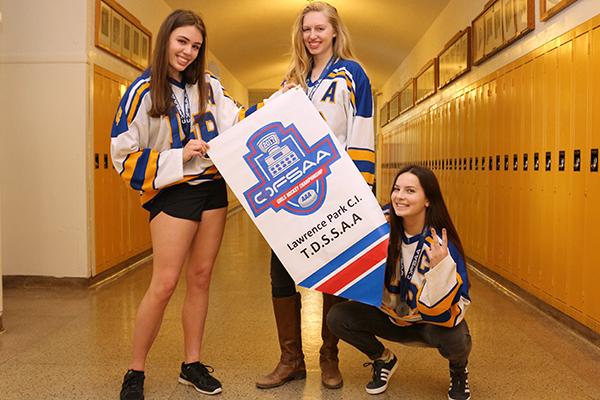 Lawrence Park Collegiate girls hockey players
