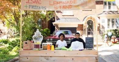 Lemonade stand on Bessborough Drive