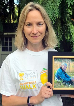 Deanne Puder in t-shirt for walk