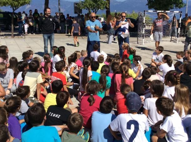 Greece Serifato Handball Club 500 children to Street Handball in the Square Psilalonia6