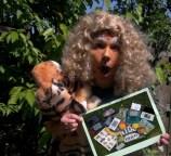 Löwe Leo präsentiert die Gewinne (StreetPass Bocholt)