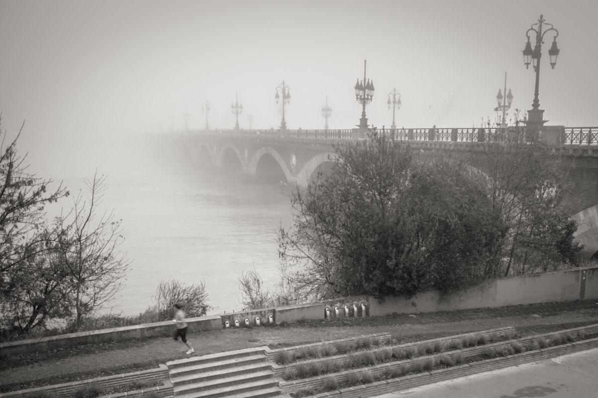 Brouillard au pont de pierre